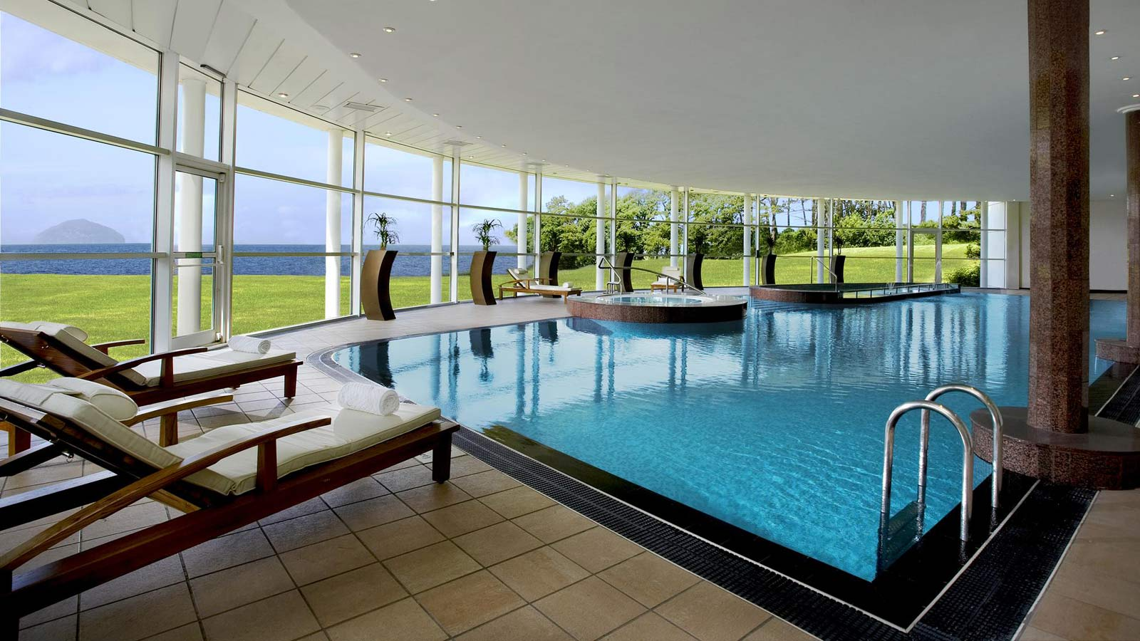 About Trump Turnberry Resort Spa Golf Vacations